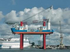 Barcaza autoelevadora
