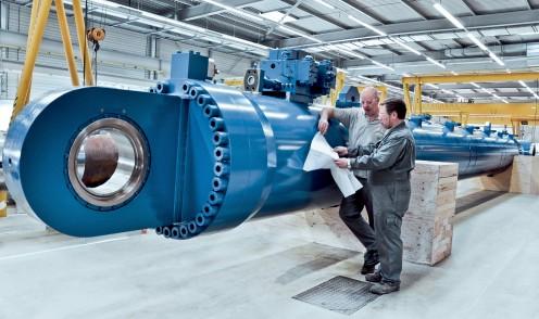Gran cilindro hidráulico para aplicaciones marinas