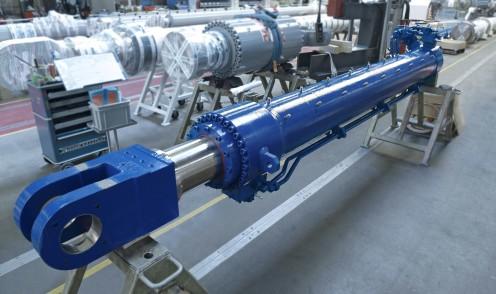 Gran cilindro hidráulico para manipulación de material a granel