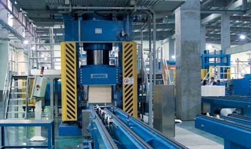 Gran cilindro hidráulico para aplicaciones de prensado