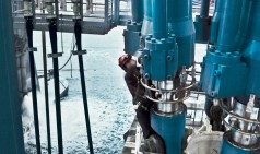 Grandes cilindros hidráulicos para compensación de oleaje